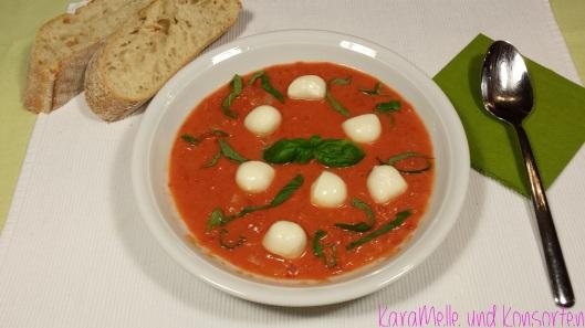 Tomatensuppe mit Morzzarella
